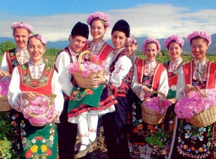 Bulgaria còn được mệnh danh là xứ sở hoa hồng với diện tích vườn hồng lớn, kim ngạch xuất khẩu mỗi năm cao.