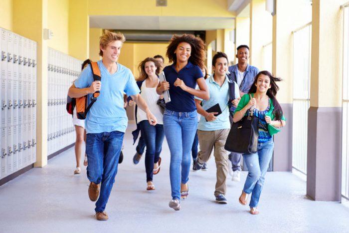 Du học hè Mỹ sẽ giúp bạn có thêm nhiều bạn bè đồng trang lứa và cùng ước mơ