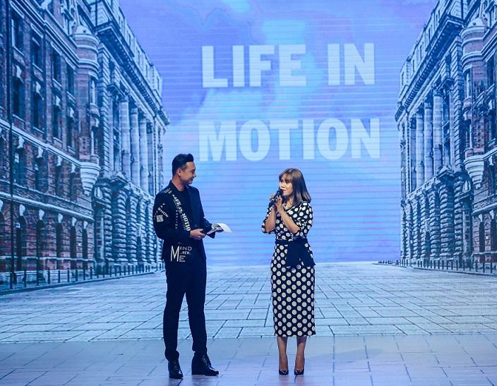 """Bà Trần Hoàng Phú Xuân – Tổng Giám đốc Faslink phát biểu tại """"Life in Motion"""" show 2019"""