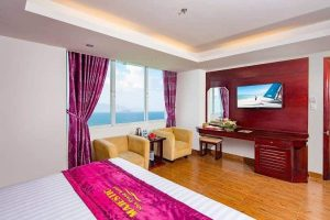 Phòng khách sạn view hướng biển.