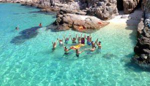 Bình Hưng, hòn đảo thanh bình với bãi biển trong vắt