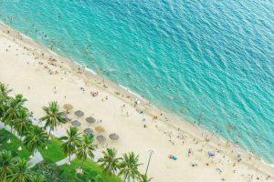 Khách sạn khu vực trung tâm có tầm nhìn xuống bãi biển rất đẹp