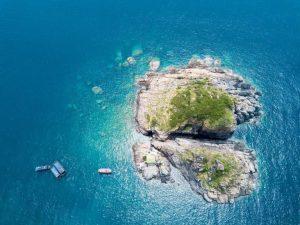 Đảo Hòn Mun nhìn từ trên cao vô cùng xinh đẹp.