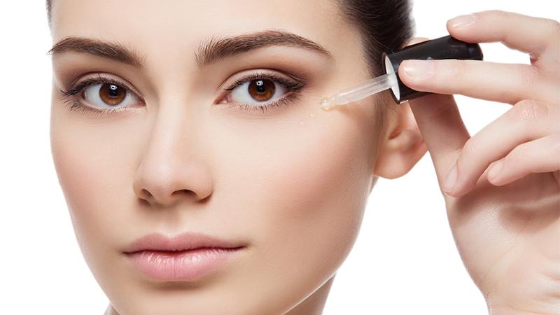 Sử dụng serum giúp trẻ hóa làn da